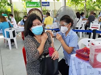 บุคลากรวิทยาลัยพยาบาลและสุขภาพ รับวัคซีน Sinovac เข็มที่ 2